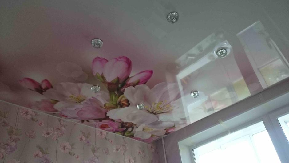 натяжные потолки с рисунком фото для спальни