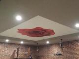 Установка потолка в ресторане Red Street